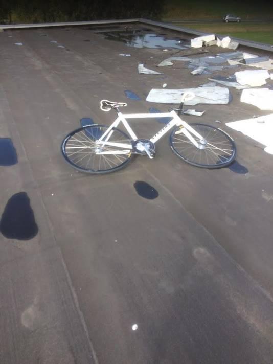 De dieven namen niet alle buitgemaakte fietsen mee.