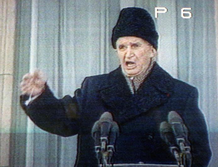 Nicolae Ceausescu tijdens zijn laatste speech, waarbij hij werd uitgefloten door een woedende menigte.