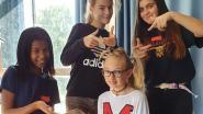 Leerlingen GO! Atheneum maken gekke kapsels en papieren vliegertjes op eerste schooldag