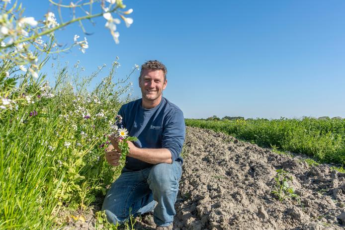 Iman Minnaard richtte 14 van zijn 75 hectare akkerland in voor agrarisch natuurbeheer waaronder akkerranden. Hij krijgt daarvoor 2000 euro per hectare wegens verlies aan inkomen.