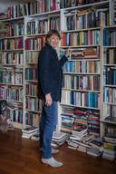 Minka Nijhuis (1958) is journalist en schrijver, ze schreef over conflictgebieden in de wereld. Haar boek Gekkenwerk verscheen eind maart.