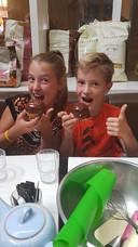 Imke (links) en Ward uit Voorburg houden van chocolade en slagroom en dus van een Bossche Bol.