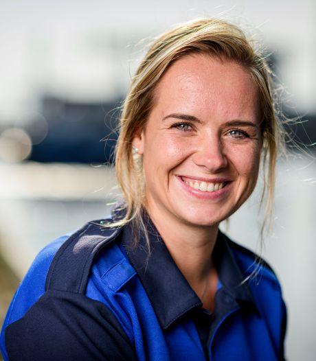 Hengelose havenmeester Shirley (26) kent haar schippers: 'Meeste schepen zijn vaste klanten'