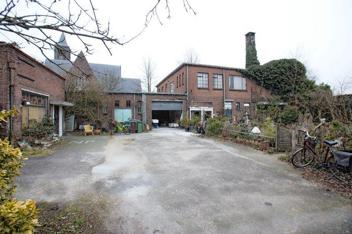 De voormalige PHV-fabriek die nu verbouwd wordt.