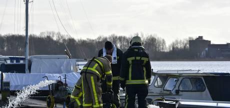 Brandweer Elburg rukt uit voor ondergelopen boot