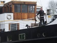 Horecaschip in Zwolle hoeft tijdelijk geen havengeld te betalen: 'Een druppel, maar goed voor de moraal'