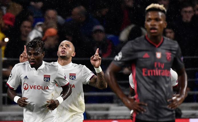 Memphis Depay maakte de 2-0 tegen Benfica.