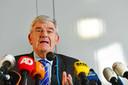 Burgemeester Jan van Zanen geeft met de politie en het Openbaar Ministerie (OM) een toelichting op de schietpartij in de stad.