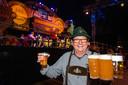 Ook in de middag vloeit het bier volop in Afferden.