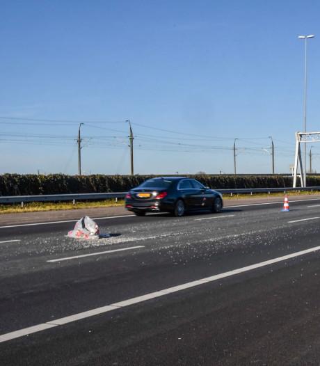 Asbest op rijbaan A4 opgeruimd, weg weer vrij
