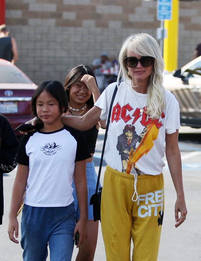 Laeticia Hallyday et ses filles, en balade à Los Angeles, le 2 novembre.