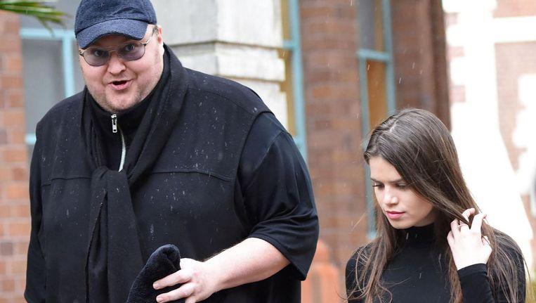 Kim Dotcom met zijn vriendin bij de rechtbank. Beeld afp