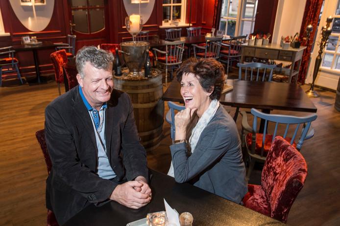Kees en Liesbeth Bosman in hun zaak, restaurant 't Hert aan de Valdijk in Prinsenbeek.