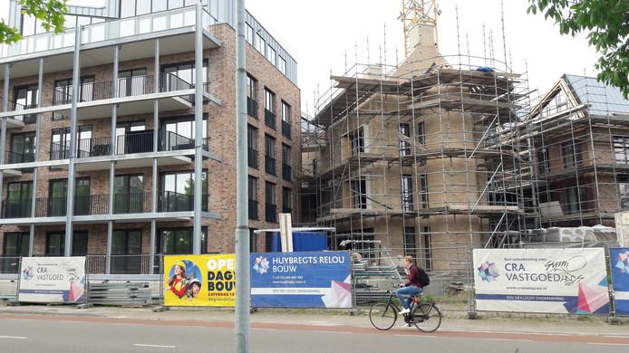 Aan de Kanaaldijk-Zuid in Eindhoven is in het plan DOK40 een deel van het oude pand van garage Van der Meulen en het Tapijtcentrum herbouwd. Hier komen de appartementen van het plan.