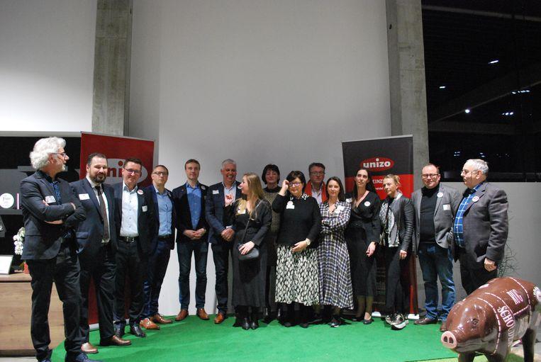 Het nieuwe bestuur van Unizo Deinze met voorzitter Lard Vanobbergen (derde van links).