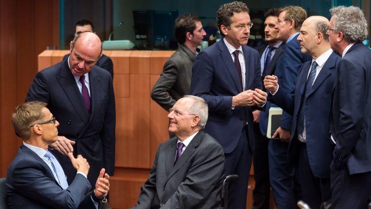 De ministers van Financiën van de eurozone, met oa. centraal beneden de Duitser Wolfgang Schauble en rechts voorzitter Jeroen Dijsselbloem.