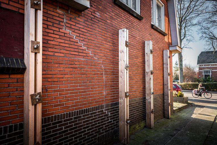 Een woonhuis in Schildwolde (gemeente Slochteren) is beschadigd door de aardbevingen in Noord-Groningen. Beeld Kees van de Veen