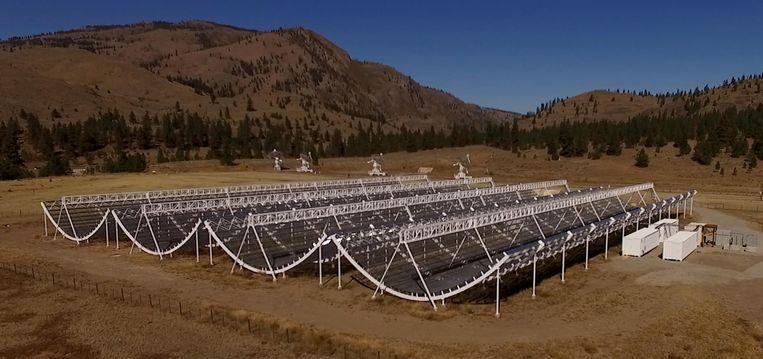 CHIME bevindt zich in Okanagan Valley en bestaat uit vier semi-cilindrische antennes. Die scannen elke dag de volledige noordelijk hemel.