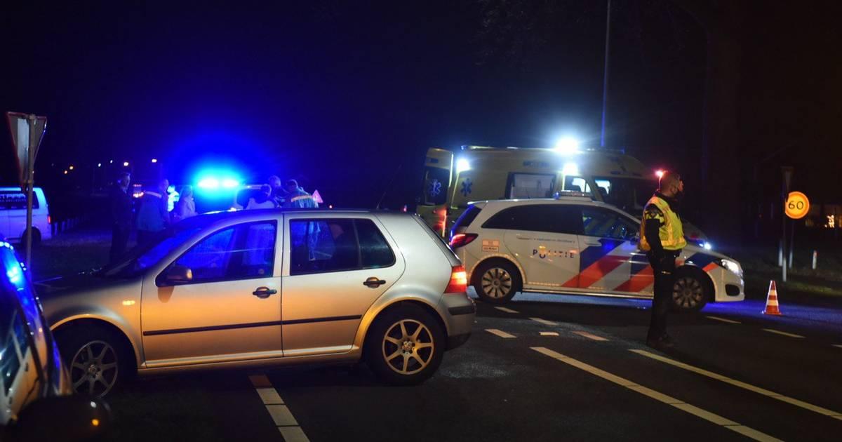Fietser naar ziekenhuis na ongeval in Almelo; bestuurder rijdt door.