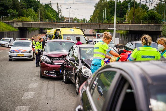 Meerdere auto's gebotst op Insulindelaan in Eindhoven.