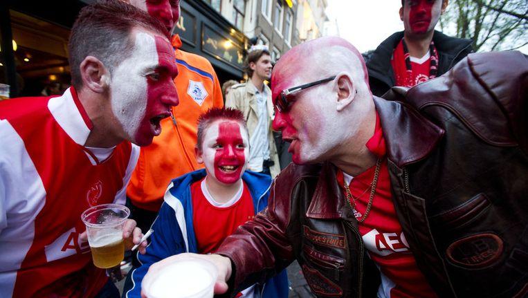 Ajax-fans vierden gisteravond het kampioenschap op het Leidseplein. Beeld anp