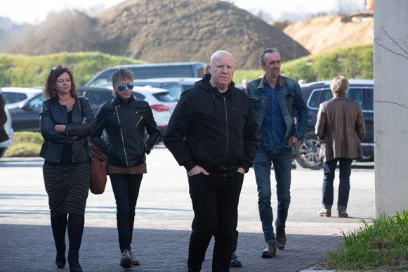 Frank Vander Linden komt aan in het crematorium in Aalst.