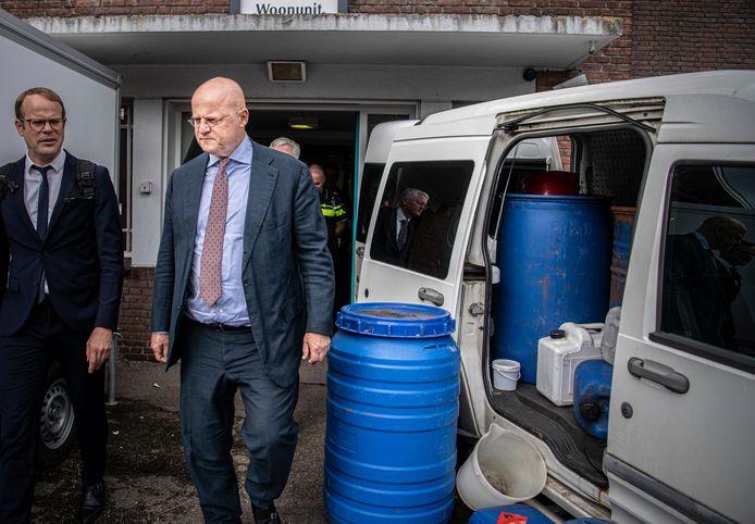 Minister Ferd Grapperhaus bezoekt een testdrugslab van de politie.