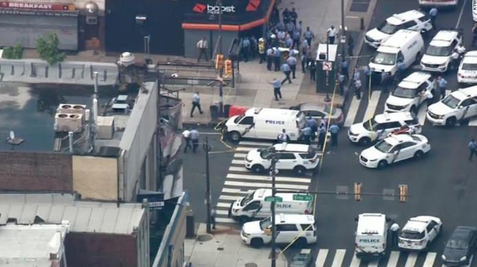 Bovenaanzicht van de situatie in Philadelphia. Grote hoeveelheden politie zijn op de been