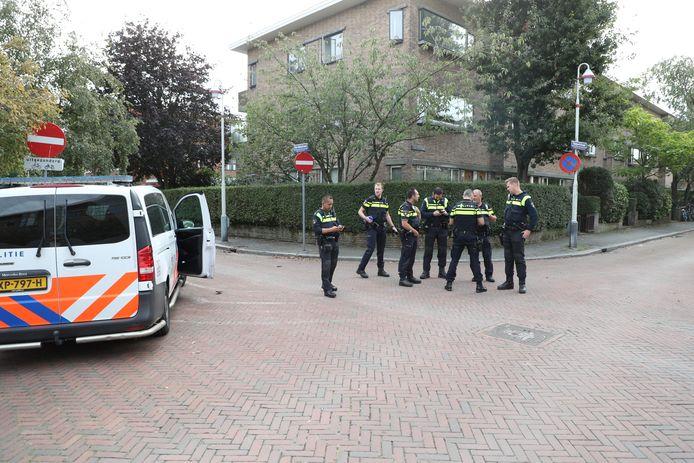 Er is veel politie aanwezig in de Stalpertstraat.