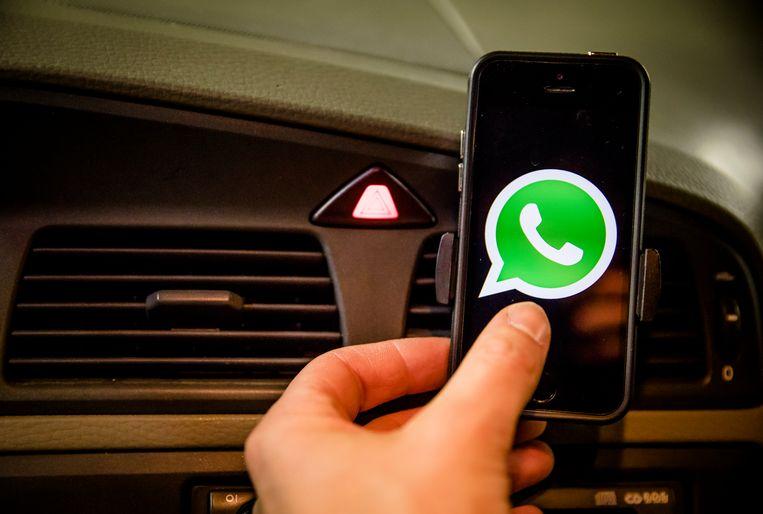 De nieuwe affiches waarschuwen onder meer voor het levensgevaarlijke gebruik van de gsm achter het stuur.
