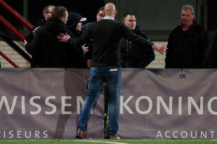 Coach Klaas Wels of TOP Oss talking to frustrated Supporters of TOP Oss, supporter, supporters during TOP Oss - Fc Twente NETHERLANDS, BELGIUM, LUXEMBURG ONLY COPYRIGHT BSR/SOCCRATES