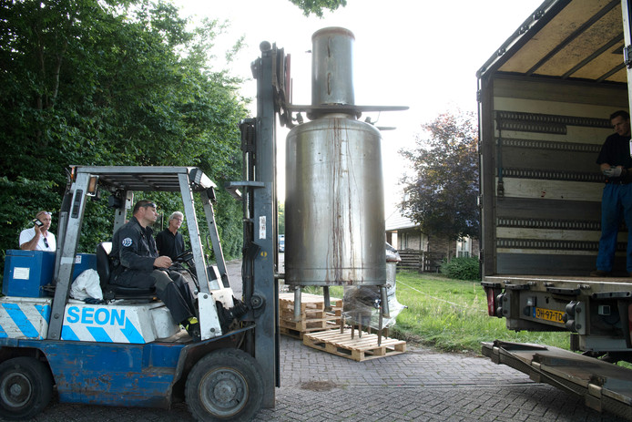 Het gevonden drugslab in Schuinesloot werd onmiddellijk ontmanteld.