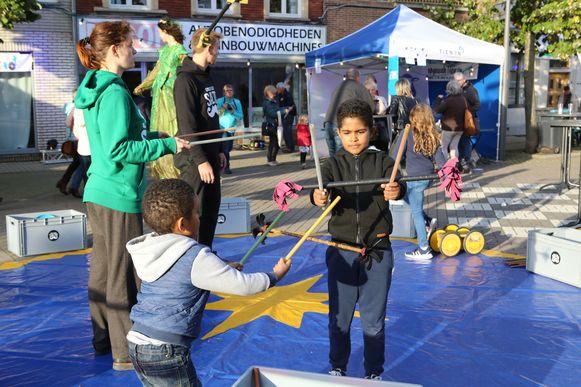 De kinderen konden kennismaken met circustechnieken