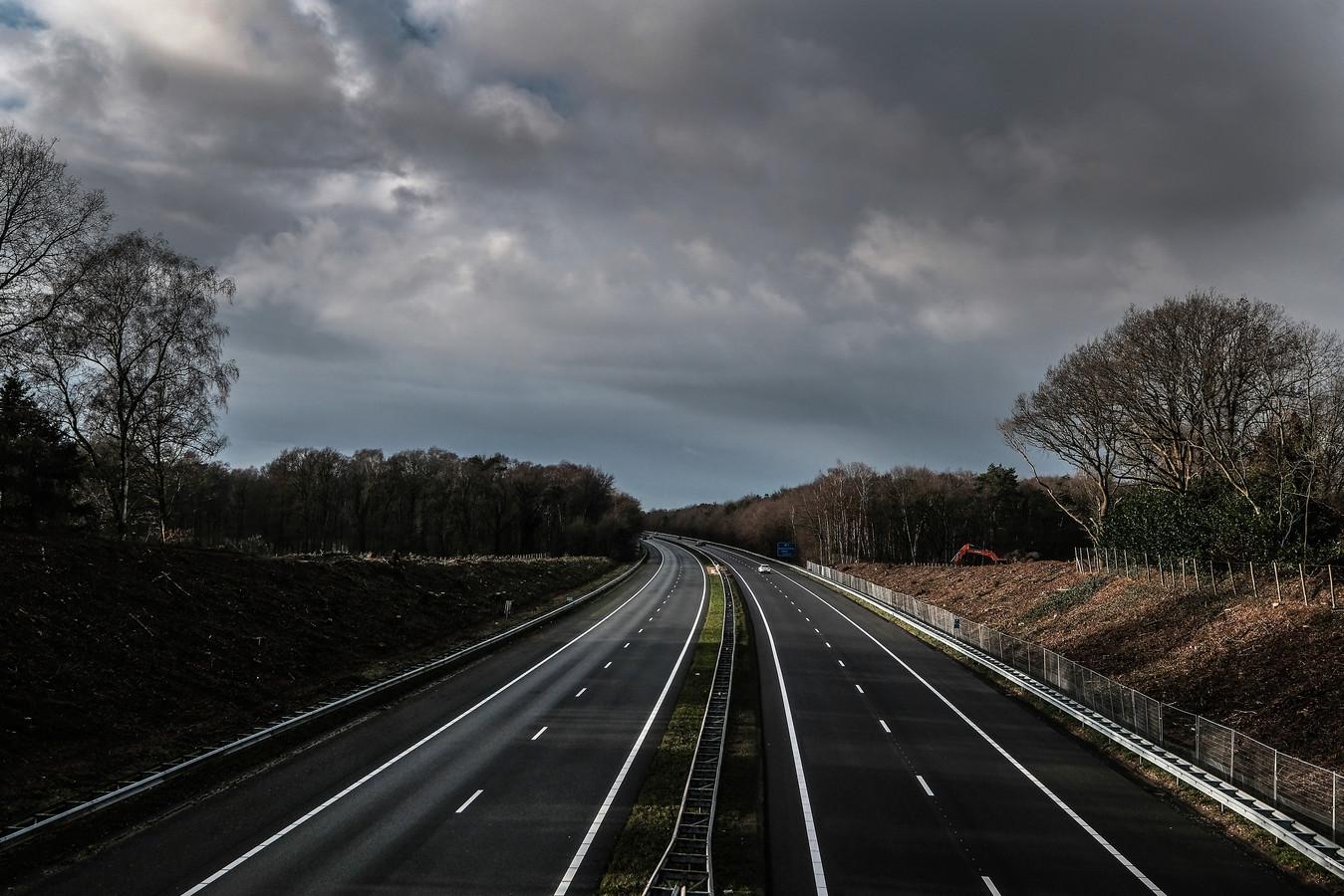De aanleg van het ecoduct voor de Koekendaal kreeg eind vorig jaar vorm nadat aan weerszijden van de A18 groen was gekapt.