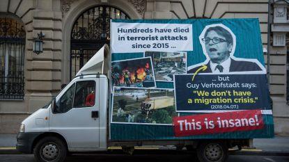 Hongaarse regering laat anti-Verhofstadt-reclamewagen rondjes rijden in Brussel