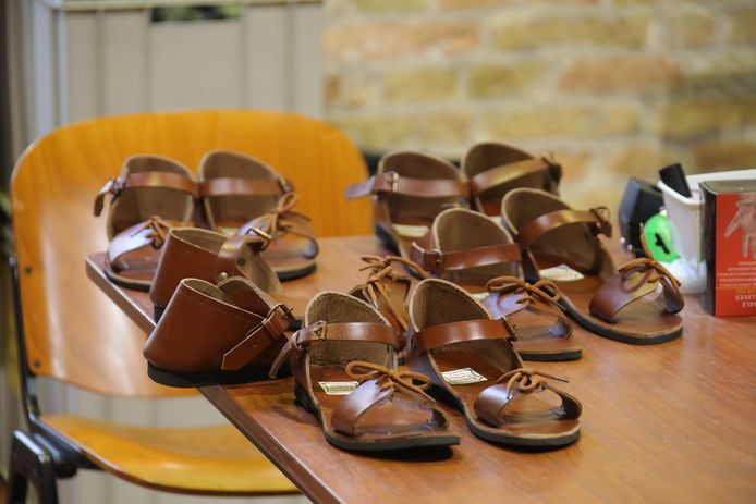 De nieuwe sandalen voor de Heilige Bloedprocessie in Brugge.