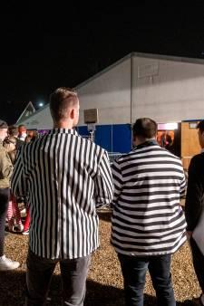 'Boef en goochelaar' speuren naar verdachte jonge feestvierders: 'We ruiken soms aan het glas'