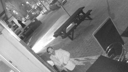 Inbreker blijft kwartier voor restaurant staan, plundert de zaak en drinkt rustig nog een Fanta voor hij vertrekt