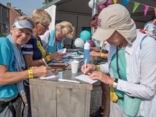 Vierdaagselopers sturen de 'Groeten uit Gennep' heel de wereld over