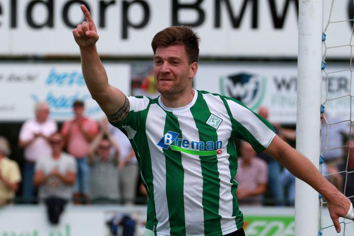 Jan Hooiveld maakte in zijn eerste wedstrijd voor Genemuiden indruk met een werelds doelpunt.