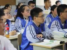 Leerlingen die niet opletten in de klas? Camera ziet het en klikt tegen de leraar