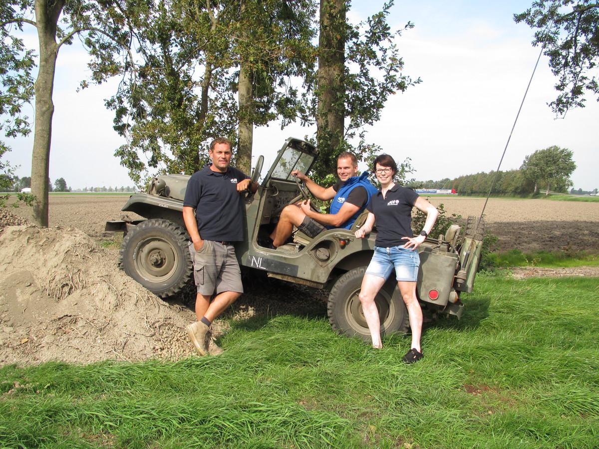 Thomas Keur, Arjan Ooms (zittend) en Melinda Buining van JCI Groot Schokland.