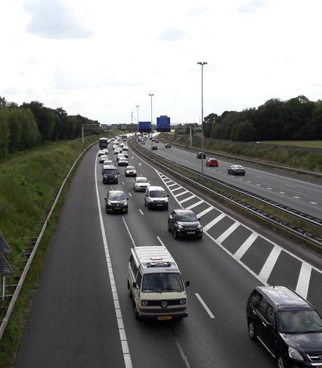Ongeluk A58 bij Moergestel, advies: omrijden via Den Bosch