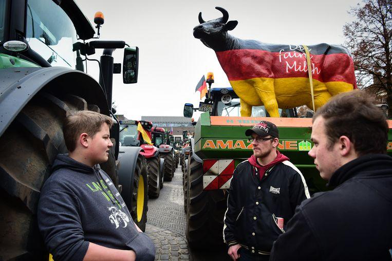 Nederlandse boeren krijgen bijval van Duitse boeren. Beeld Marcel van den Bergh