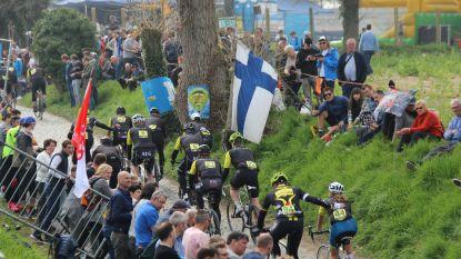 Wielerfans rijden de laatste 100 kilometer van de Ronde tussen duizenden supporters