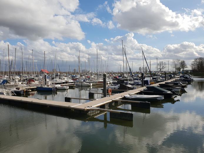 De jachthaven van Drimmelen groeide dankzij de nabijheid van de Biesbosch tot ruim 1400 ligplaatsen.