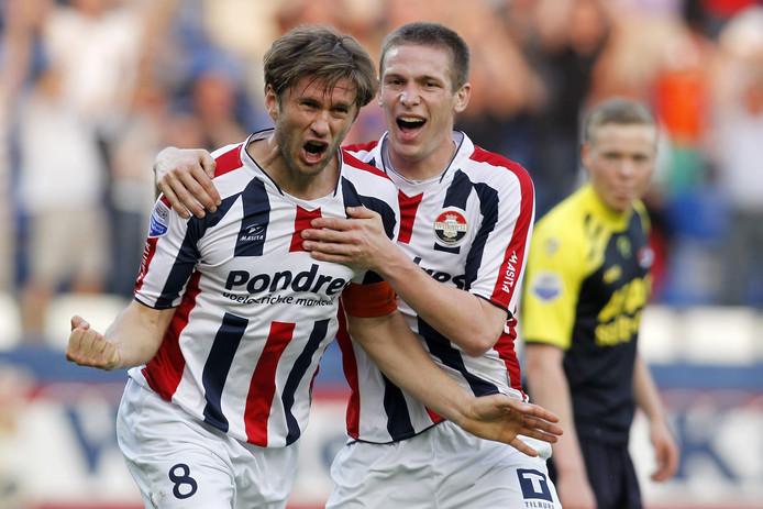 Evgeniy Levchenko viert een doelpunt namens Willem II tegen AZ.