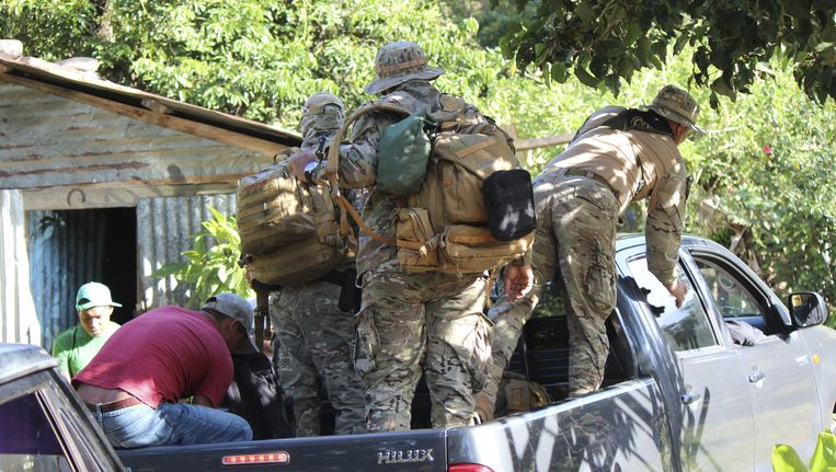 Leden van de Panamese nationale politie tijdens een zoektocht naar Lisanne Froon en Kris Kremers. Beeld anp