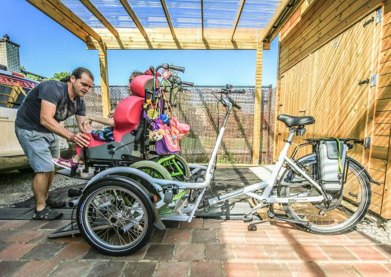 De nieuwe rolstoelfiets is 2,60 meter lang en 1,25 meter breed.