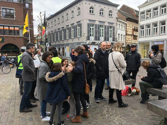 De klimaatbrossers en sympathisanten verzamelden opnieuw op de Grote Markt van Hasselt.
